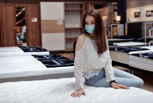 beautiful-woman-in-a-mattresses-store.jpg